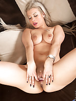 Horny mature babe spreads her tight juicy twat wide open